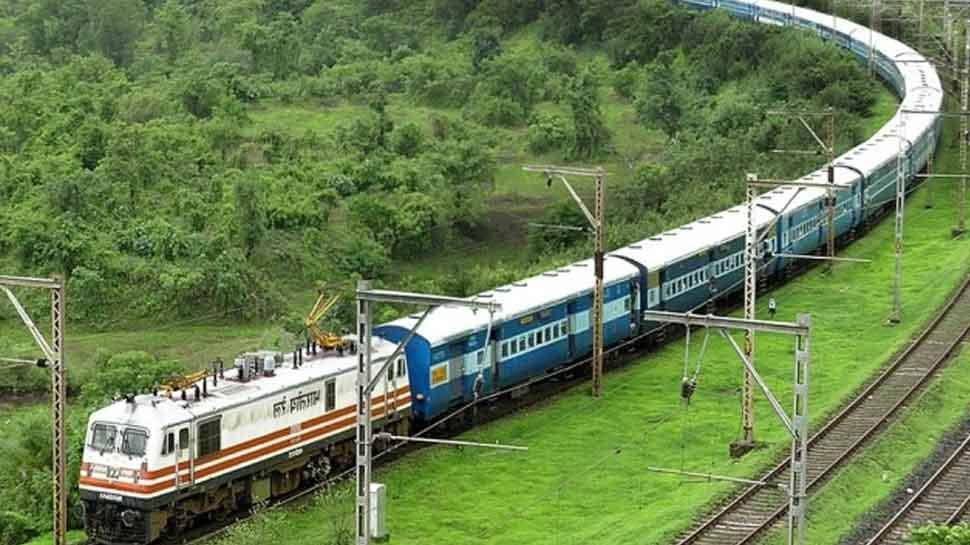 किसानों के हिंसक प्रदर्शन बीच Indian Railways का बड़ा ऐलान, टिकट का पूरा रिफंड ले सकते हैं ये लोग
