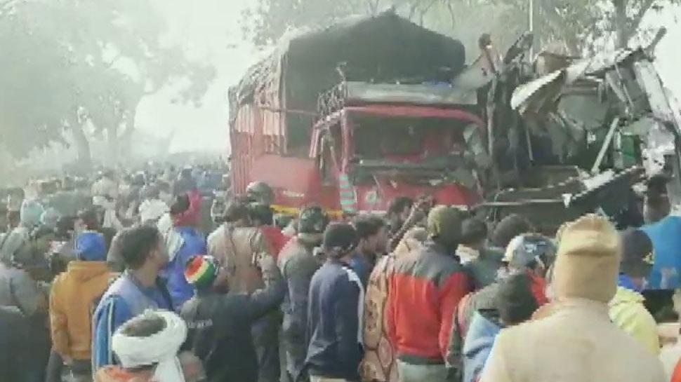 UP के Moradabad में मिनी बस और कैंटर ट्रक में टक्कर, 10 की मौत; 10 घायल