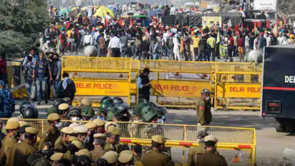 Farmers Protest: दिल्ली पुलिस ने आनंद विहार बॉर्डर किया सील, कई मेट्रो स्टेशन भी बंद