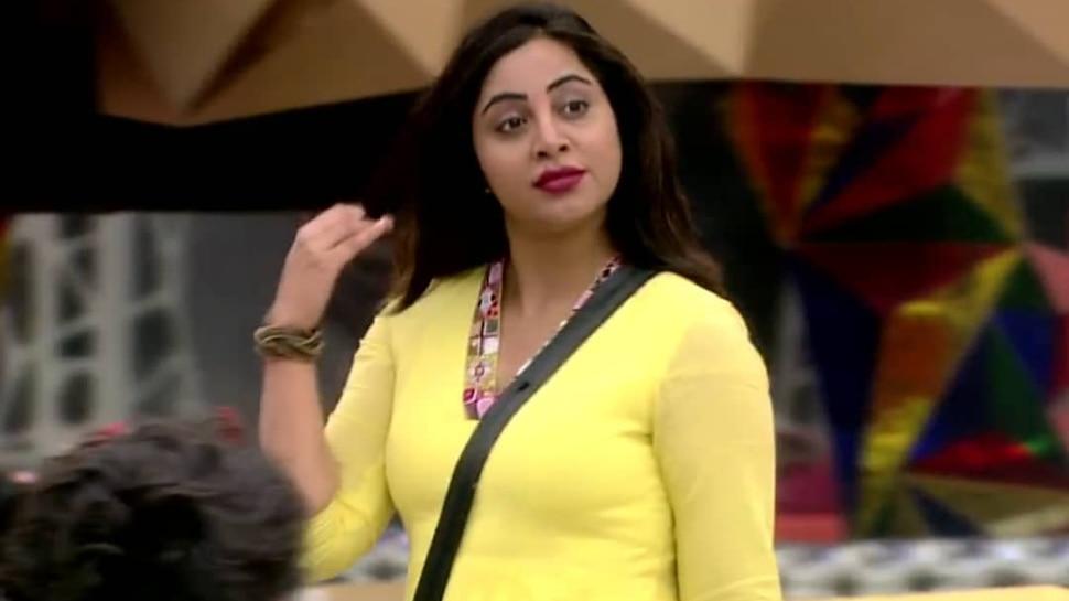 Arshi Khan के Bigg Boss से बाहर जाने से नाराज हुआ सोशल मीडिया, दोबारा शो में लाने की कर रहे बात