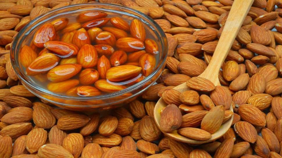अक्ल बादाम खाने से आती है लेकिन कच्चा नहीं भीगा हुआ, Soaked Almonds के हैं और भी कई फायदे