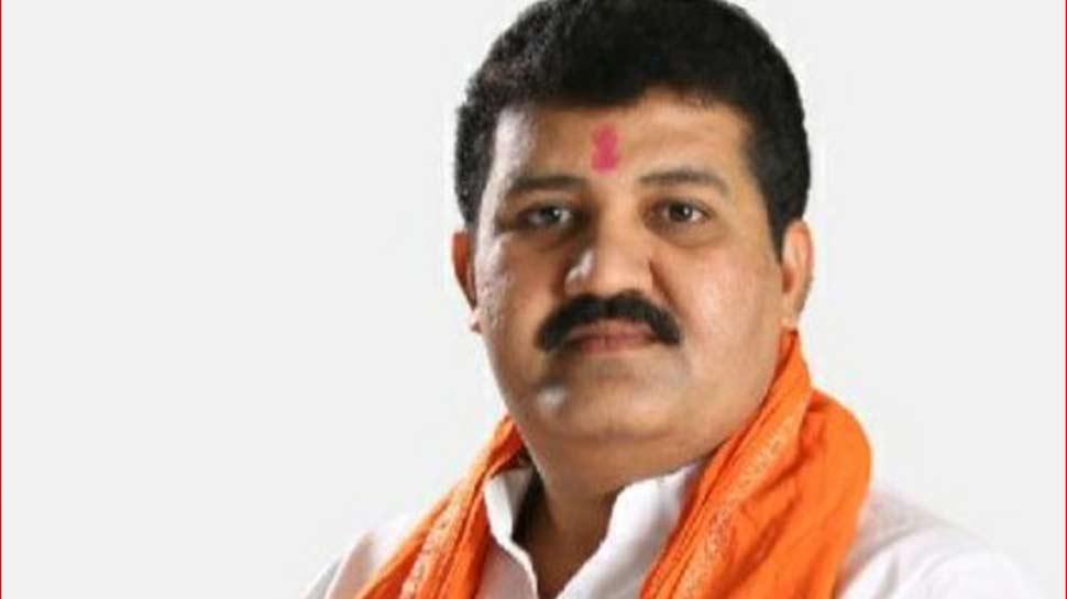 Pune Suicide Case: महिला की मौत के मामले में BJP ने मांगा वन मंत्री का इस्तीफा, Shiv Sena ने किया बचाव