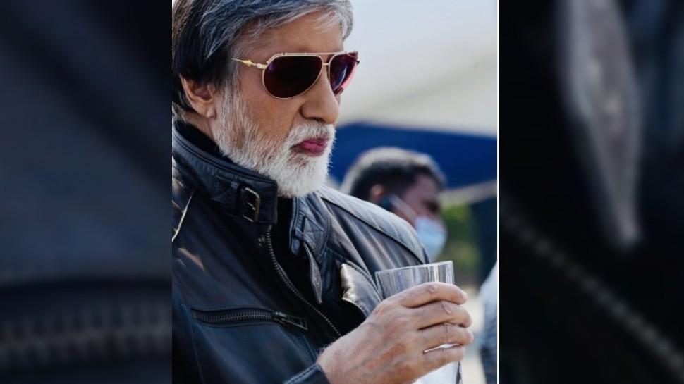 डिफरेंट लुक में नजर आए Amitabh Bachchan, फोटो शेयर कर लिखा- 'नीबू पानी धूप में, चश्मा जैकेट शूट में'