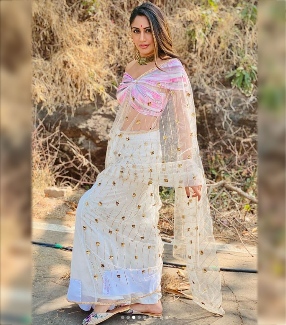 Surbhi Chandnas sari look