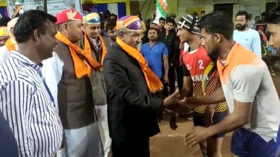 Udaipur: Volleyball प्रतियोगिता का हुआ रंगारंग आगाज, IPL की तर्ज पर हुई आतिशबाजी