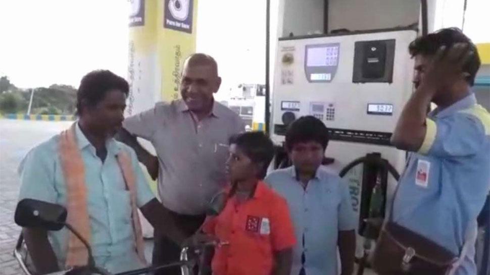 Tamil Nadu: संत की शिक्षा के प्रसार के लिए पंप मालिक का अनूठा तरीका, ऑफर में दे रहे हैं फ्री पेट्रोल