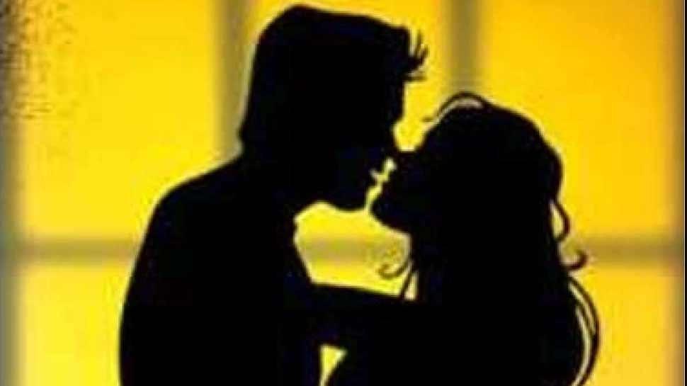 Britain: महिला ने पहले शख्स को जबरन Kiss किया फिर Tongue काटकर फेंक दी, अब जिंदगी भर नहीं बोल पाएगा