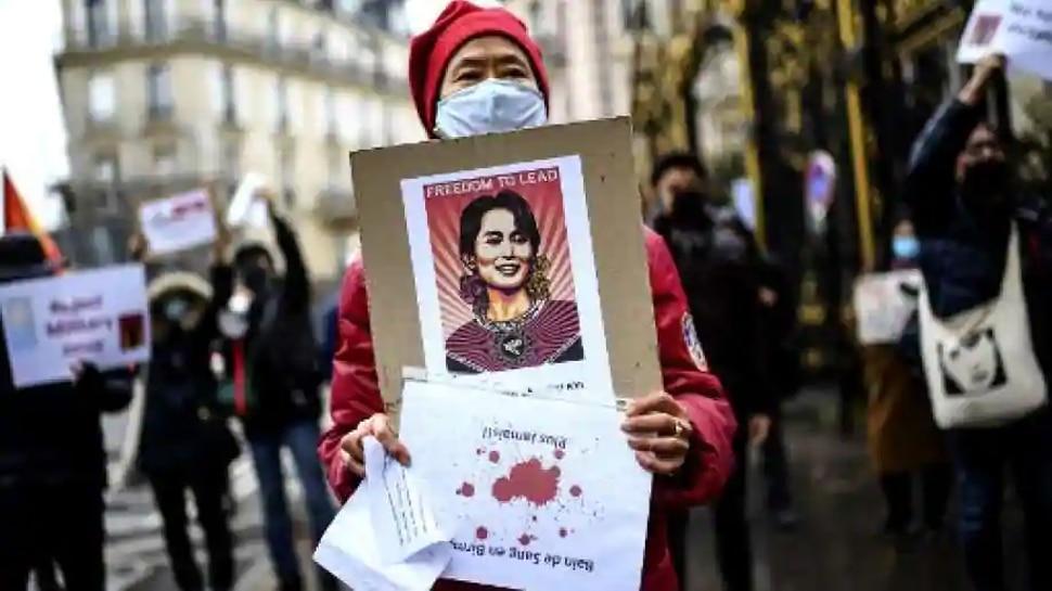 Myanmar: सेना के खिलाफ Facebook ने उठाया कदम, State TV के पेज ब्लॉक, जनता ने शुरू किया मिशन 22222