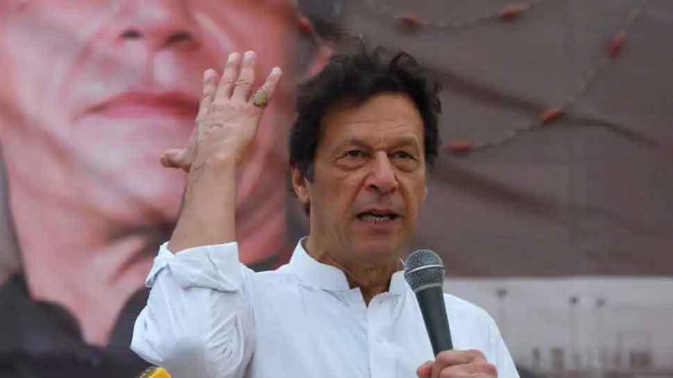 PoK: शिक्षकों का Imran Khan सरकार के खिलाफ हल्ला बोल, वेतन बढ़ाने की मांग को लेकर तेज हुए प्रदर्शन