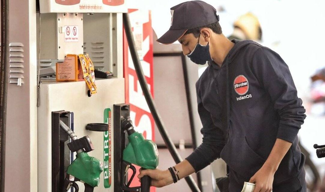 Petrol Price: फरवरी में 15वीं बार बढ़े पेट्रोल-डीजल के दाम, जानिए क्या है नई कीमत