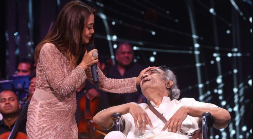 Neha Kakkar को भारी पड़ गया सिंगर Santosh Anand की मदद करना, सोशल मीडिया पर हुईं ट्रोल