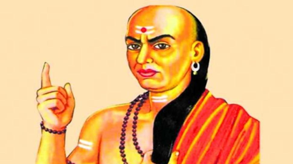 Chanakya Neeti: इन 5 बातों के बारे में कभी किसी से न कहें, इसी में समझदारी है