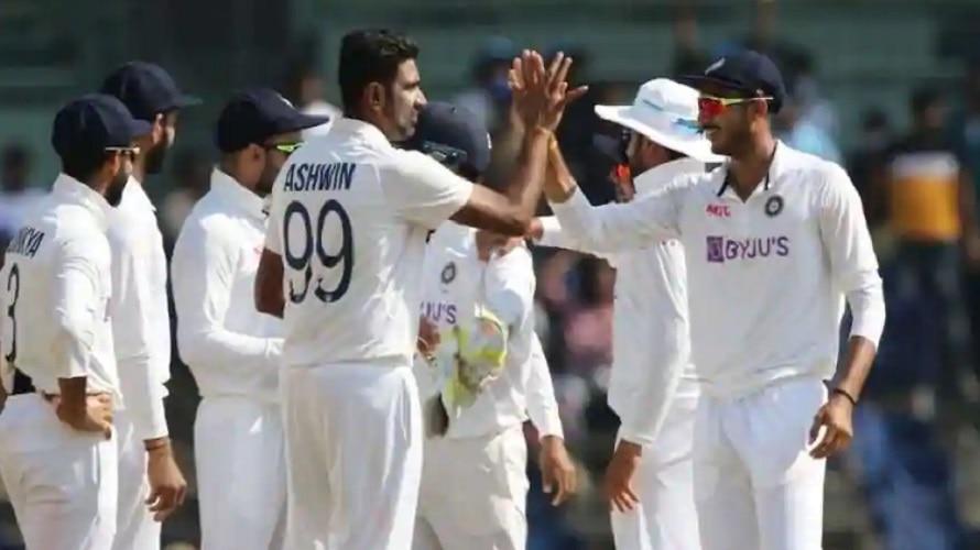 अक्षर और अश्विन की फिरकी के आगे इंग्लैंड ने टेके घुटने, भारत को मिला 49 रन का लक्ष्य