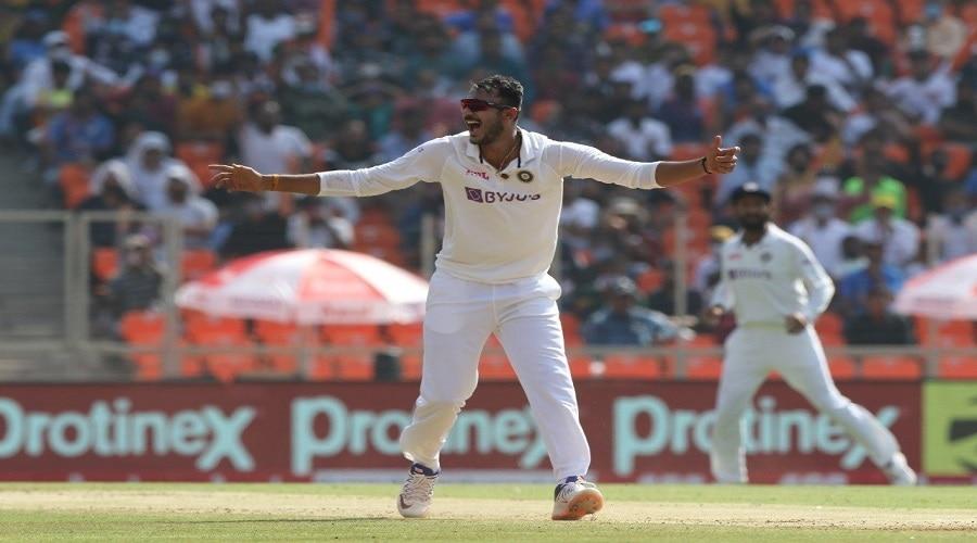 बल्लेबाजों की कब्रगाह में अक्षर पटेल ने अपने नाम किया वर्ल्ड रिकॉर्ड, बने डे नाइट टेस्ट में बेस्ट