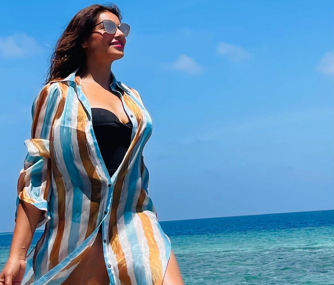 Bipasha Basu beach photos