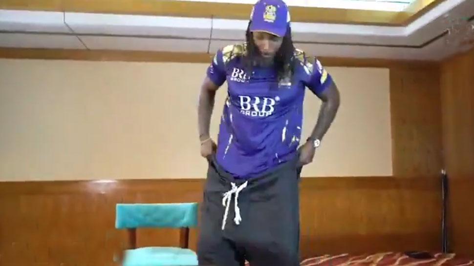PSL 2021: Chris Gayle ने लिया Shalwar Challenge, कपड़े की Waist Size से हो गए हैरान