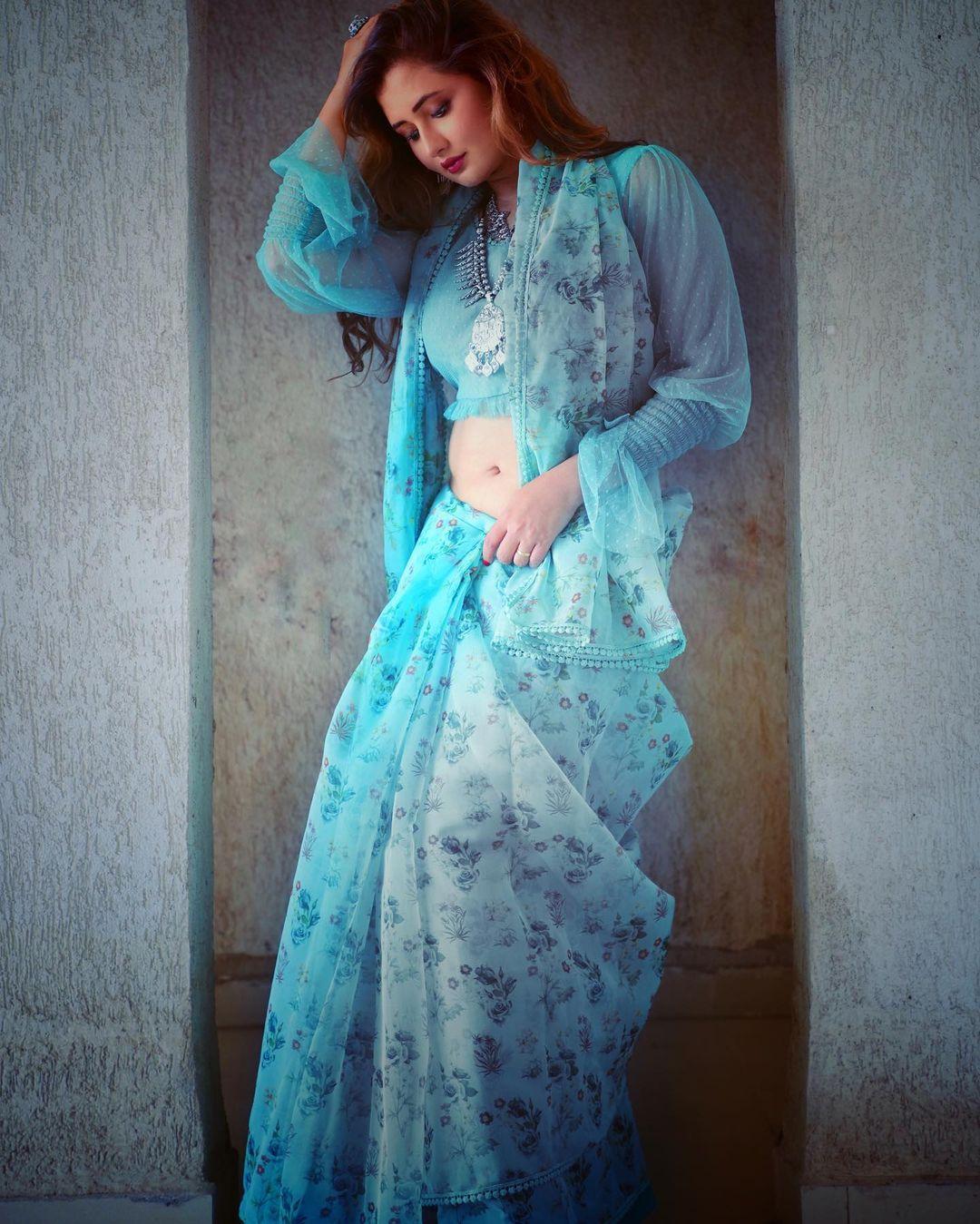 rashami desai saree look