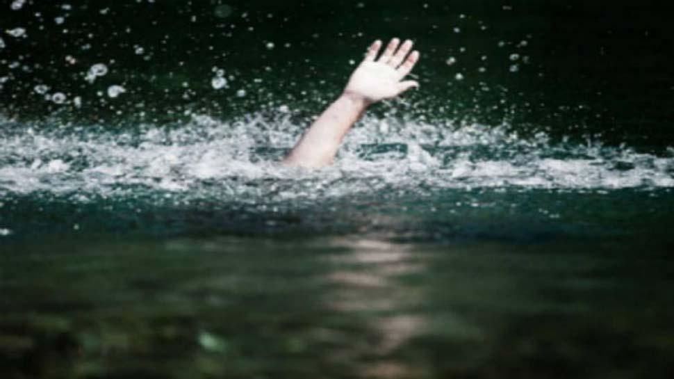 गंगा में डुबकी लगाने गए पांच युवक डूबे, तीन को बचाया गया, दो की तलाश जारी