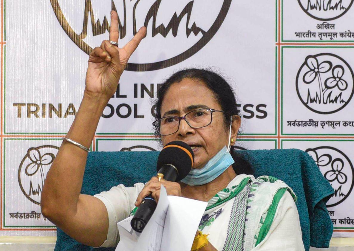 ओपिनियन पोल में वापसी करती दिख रही हैं Mamata Banerjee, इन राज्यों में BJP को फायदा