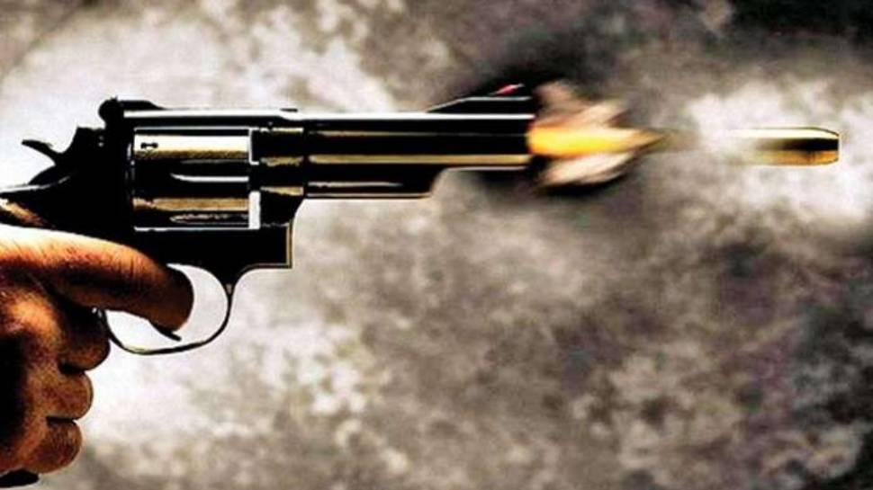 जिम में ताबड़तोड़ चली गोलियां, अफरा तफरी में 3 युवकों को लगी गोली