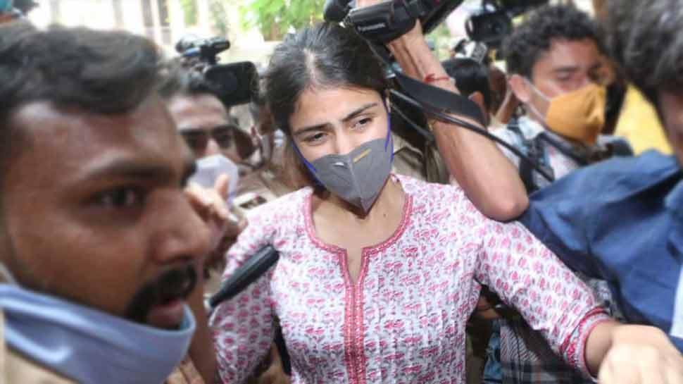 सुशांत सिंह राजपूत ड्रग्स केस में NCB ने दाखिल की चार्जशीट, आरोपियों में Rhea Chakraborty समेत 33 लोगों के नाम