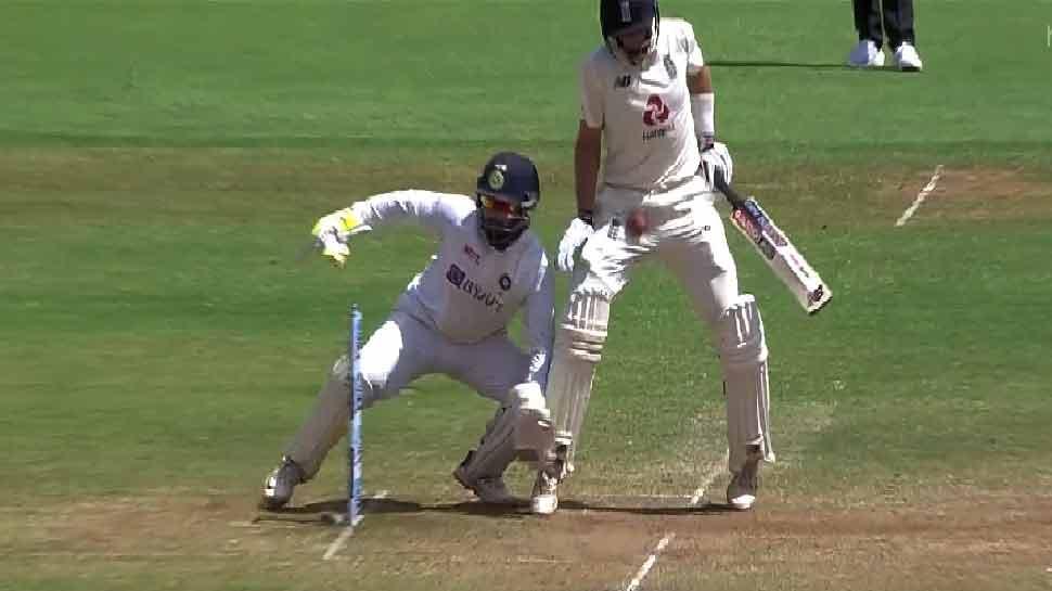 IND vs ENG: मैच के दौरान Virat Kohli ने Joe Root को मारी गेंद! सोशल मीडिया पर जमकर वायरल हो रहा है वीडियो