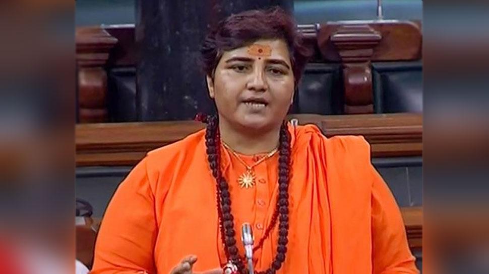 भोपाल BJP सांसद साध्वी प्रज्ञा की तबीयत बिगड़ी, इलाज के लिए स्टेट प्लेन से मुंबई लाया गया