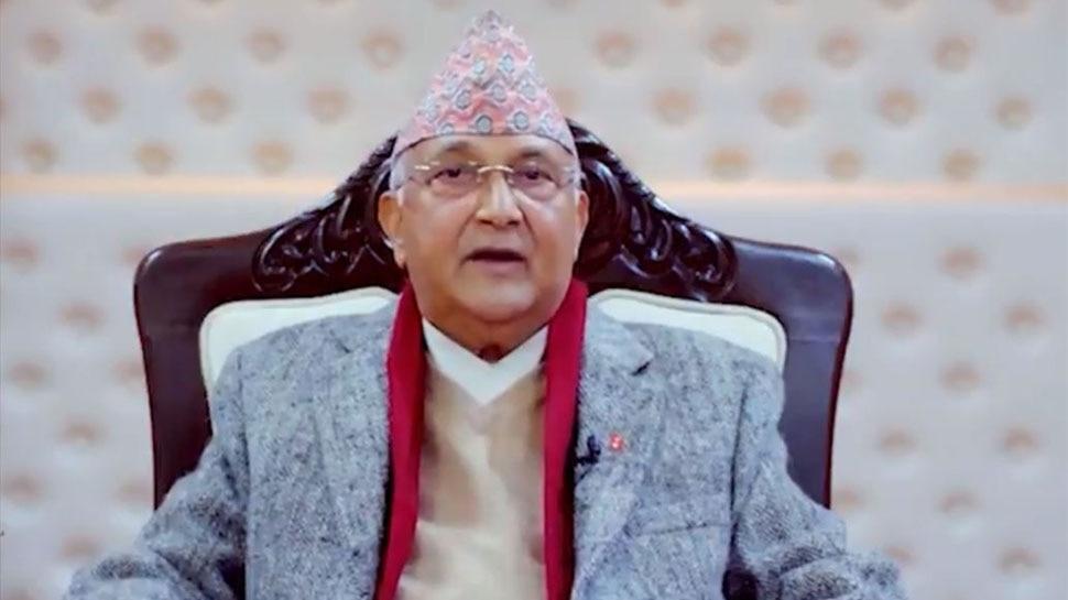 Nepal के पीएम KP Sharma Oli को नहीं है चीन के टीके पर भरोसा, लगवाई भारतीय Corona Vaccine