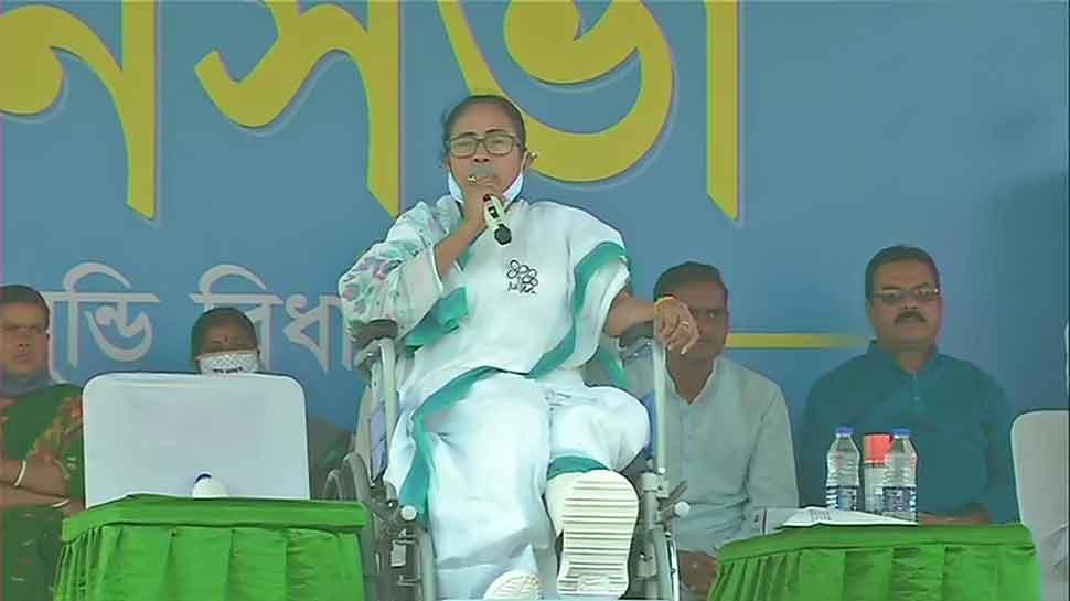 West Bengal Assembly Election: CM Mamata Banerjee address public meeting in  Purulia | West Bengal Election 2021: पुरुलिया में Mamata Banerjee का इमोशनल  कार्ड, बोलीं- मेरे दर्द से ज्यादा भयंकर जनता का