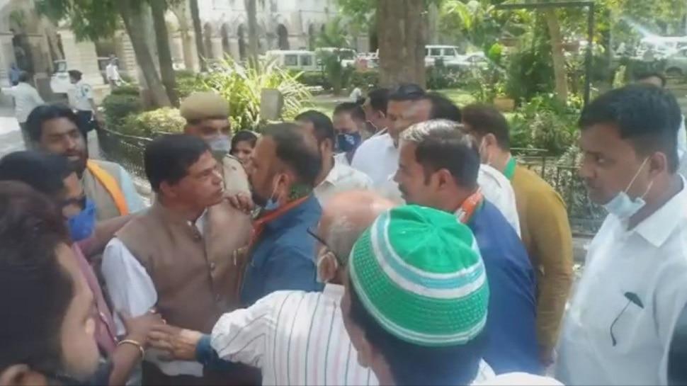 Udaipur में BJP नेता आपस में ही भिड़े, जमकर एक दूसरे को दी गालियां