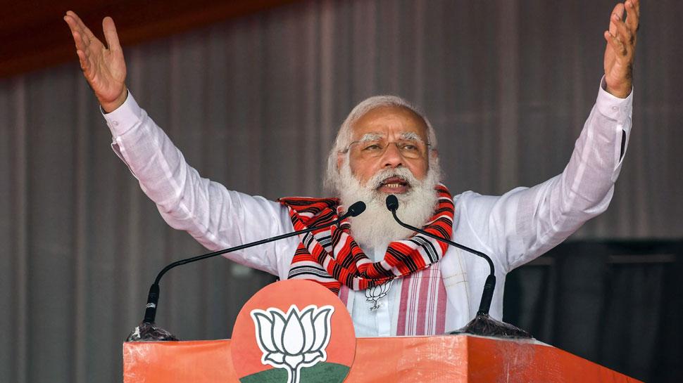 बंगाल के विकास को लात नहीं मारने दूंगा, दीदी चाहें तो मेरे सिर पर पैर रख लें: PM मोदी