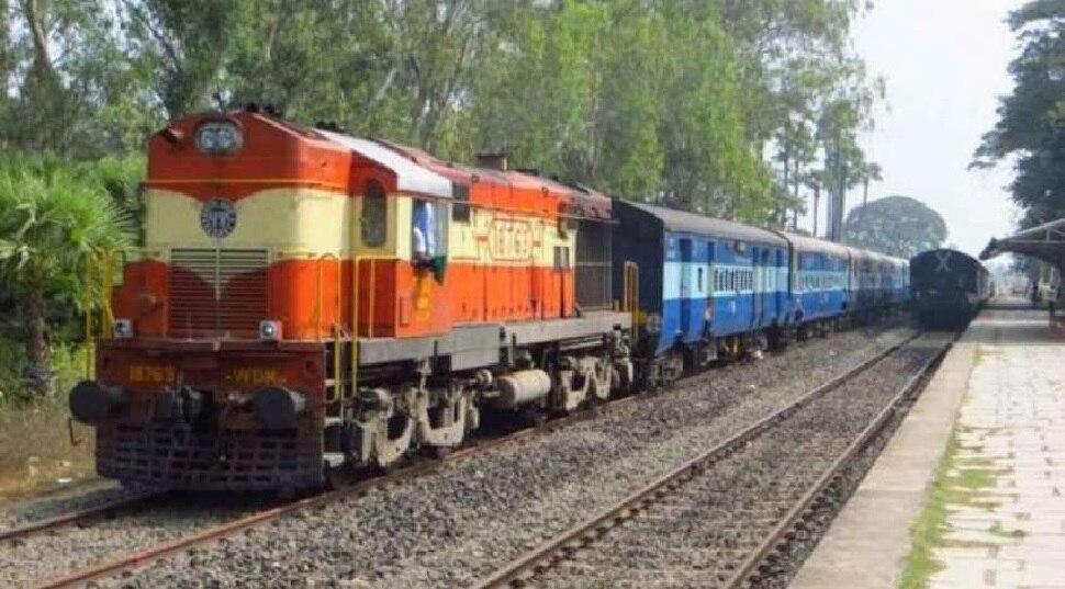 होली से पहले रेलवे ने कैंसिल की कई ट्रेनें तो कई का रूट डायवर्ट, जानिए कहीं आपकी Train का नाम तो नहीं
