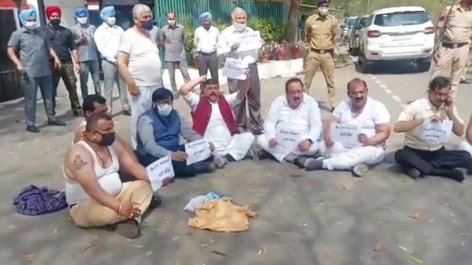 Punjab BJP नेता Arun Narang की पिटाई का मामला: प्रतिनिधिमंडल ने Governor से की शिकायत