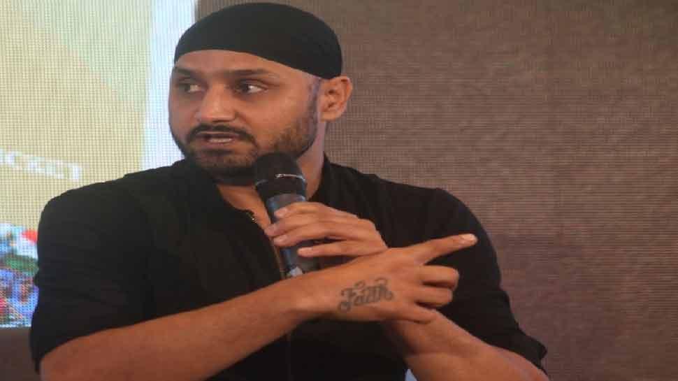 IPL 2021 में खेलने पर सवाल पूछने वालों पर बुरी तरह भड़के Harbhajan Singh, दिया ये जवाब