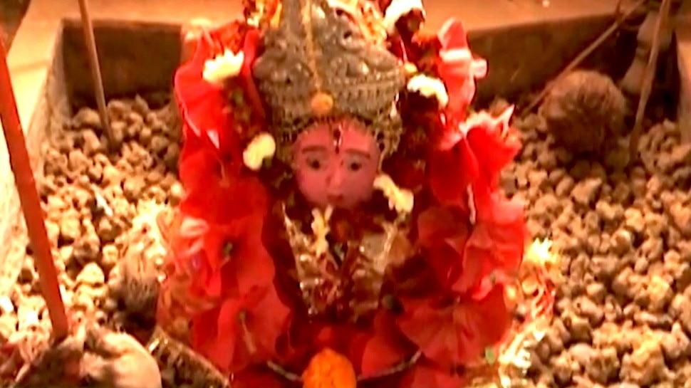 Unique Devi Temple: ऐसा मंदिर जहां प्रसाद के रूप में माता को चढ़ाया जाता है कंकड़-पत्थर