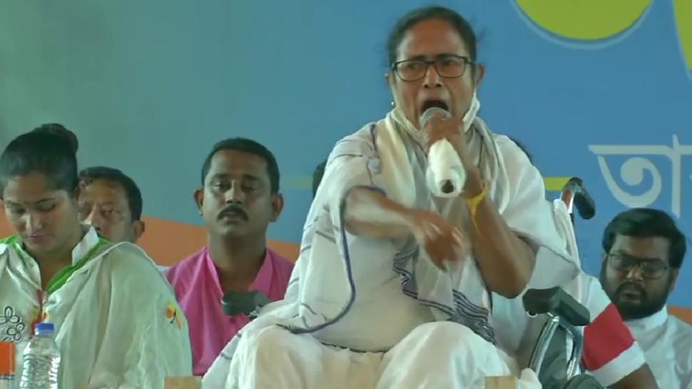 West Bengal Election 2021: Mamata ने साधा Owaisi पर निशाना, बोलीं- मैं एक हिंदू हूं, हर दिन करती हूं चंडी पाठ
