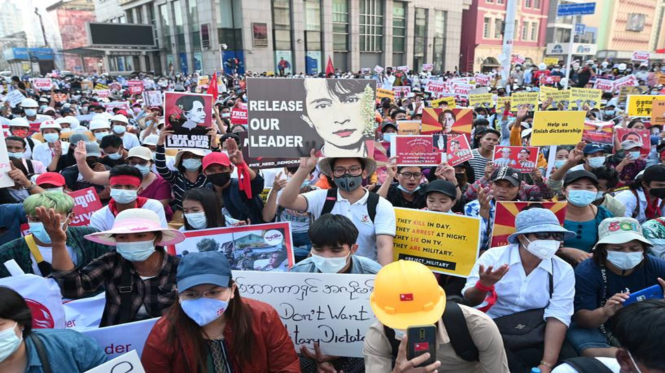 Myanmar में सैन्य तख्तापलट का विरोध जारी, लगातार बढ़ रही है प्रदर्शन में मरने वालों की संख्या