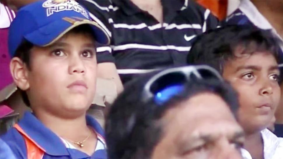arjun tendulkar prithvi shaw photo viral social media 2011 world cup final wankhede stadium Arjun Tendulkar और Prithvi Shaw की 10 साल पुरानी फोटो Viral, MI की टोपी पहनकर देखा वर्ल्ड कप फाइनल 