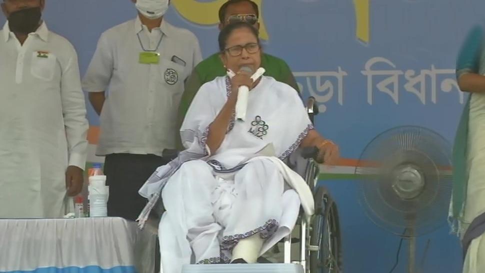 Mamata Banerjee ने BJP पर साथा निशाना, कहा- बंगाल में गुजरात को शासन नहीं करने दूंगी