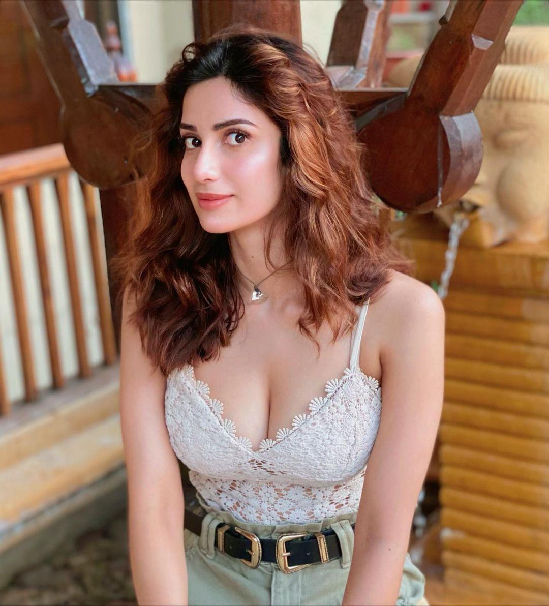 Diksha Singh studied in mumbai and goa