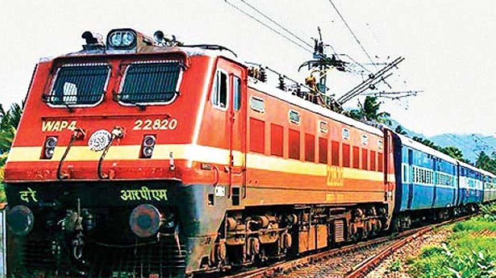 Lockdown की 'आशंका' के बीच बड़ा सवाल-क्या बंद होंगी ट्रेनें? Indian Railway ने दिया जवाब