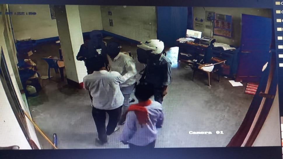 बिहार में बेखौफ अपराधी! हथियार के बल पर बीमा कंपनी में दिनदहाड़े की 7 लाख की लूट