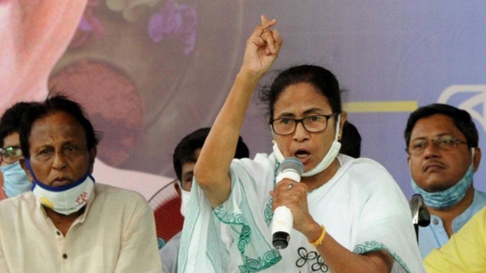 West Bengal: कूचबिहार में हिंसा के बाद वोटिंग रद्द, ममता बोलीं- CRPF ने कतार में खड़े लोगों को मारा