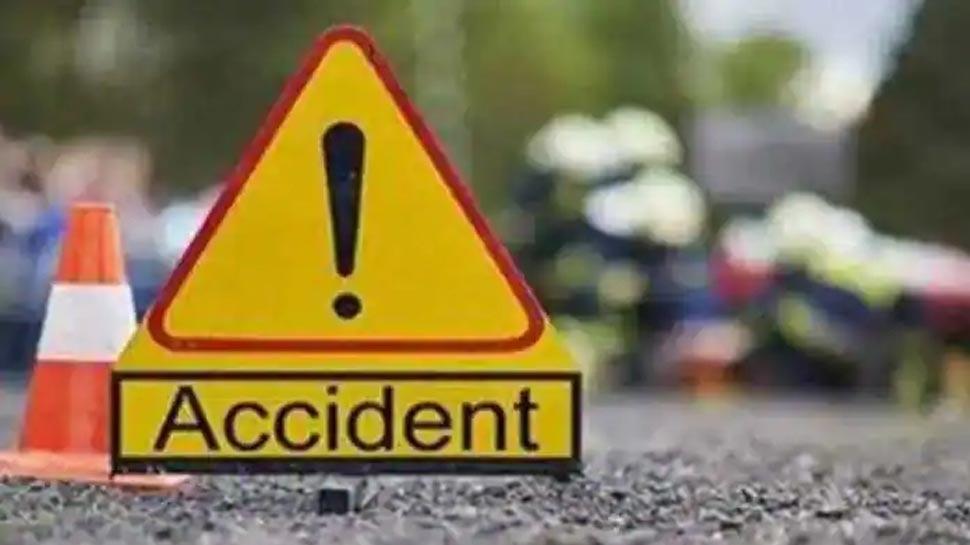 इटावा: ट्रक ने कार को मारी टक्कर, 3 की मौत, 8 गंभीर रूप से घायल