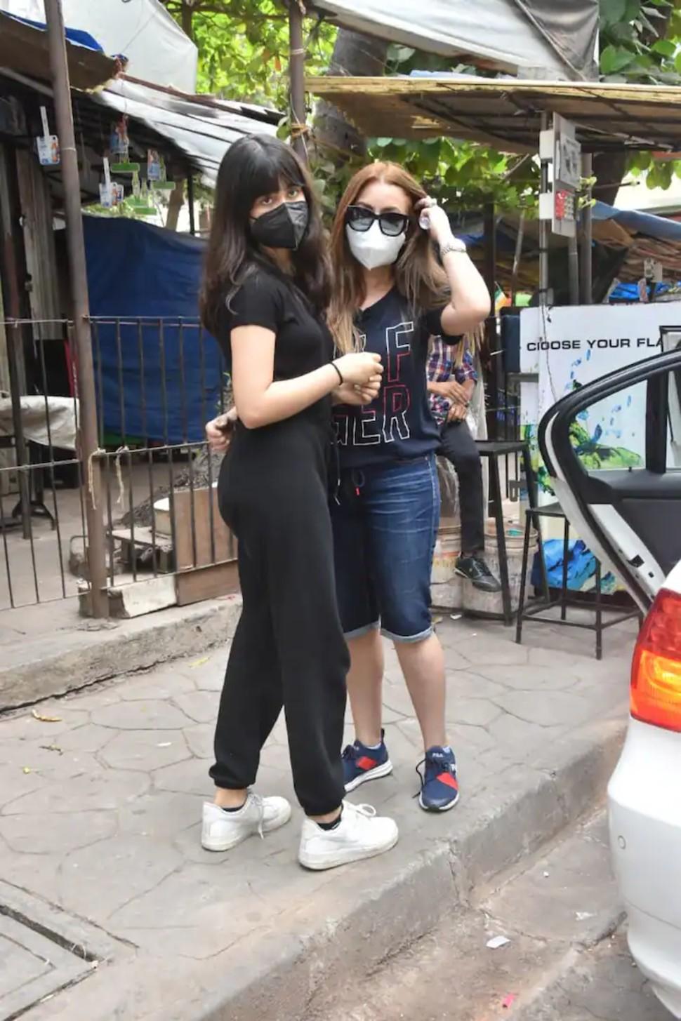 Mahima Chaudhry and Ariana Mukherji spotted at grocery shopping