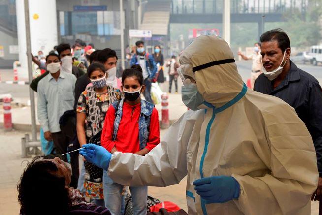 Corona in India: देश में कोरोना का कहर जारी, एक दिन में सामने आए 1.5 लाख से ज्यादा नए मामले
