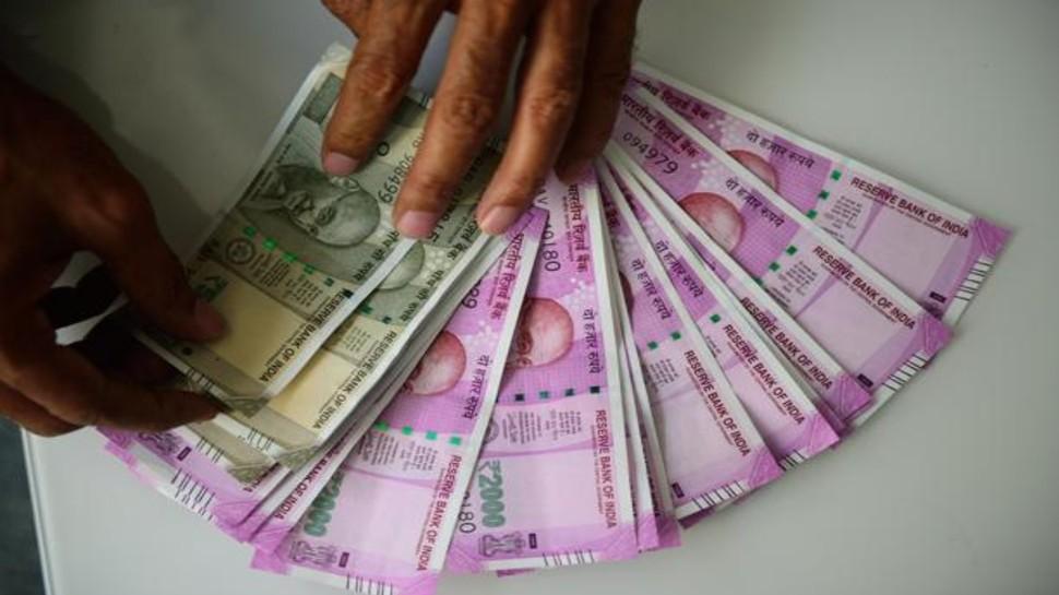 7th Pay Commission: केंद्रीय कर्मचारियों की सैलरी में होगा बम्पर इजाफा, 11 परसेंट ज्यादा मिलेगा महंगाई भत्ता!