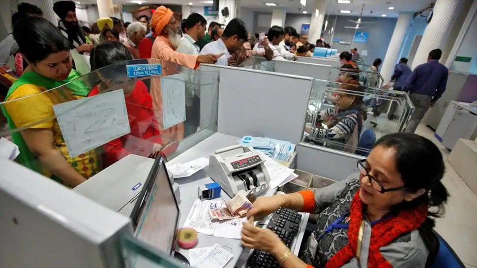 Corona: क्या बैंकों के कामकाज का समय घटने वाला है? उठ रही है ये मांग