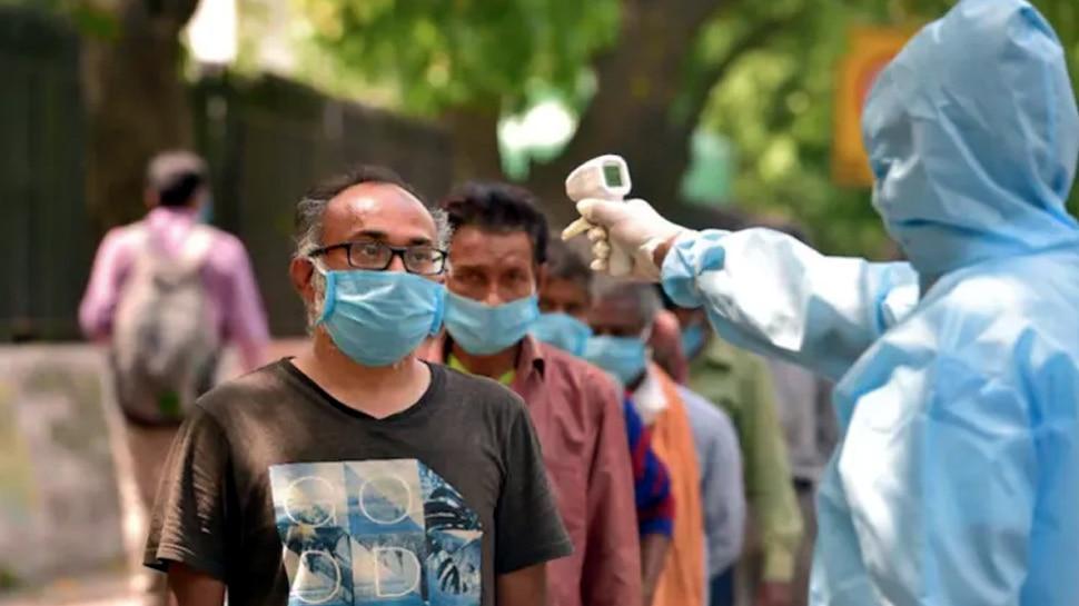 Corona: Maharashtra में टूटे सारे रिकॉर्ड, एक दिन में 63 हजार से ज्यादा लोग हुए संक्रमित, 398 की मौत