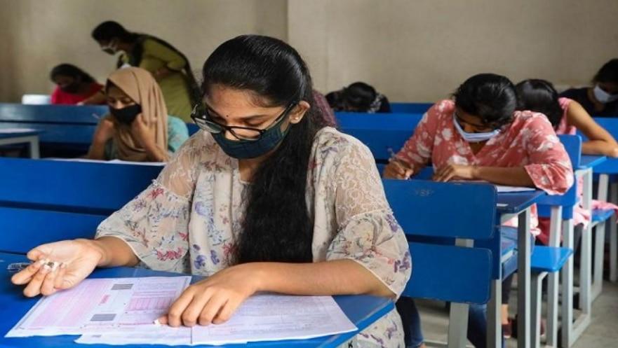 JEE Exam: देश में बढ़ते कोरोना मामलों के बीच जेईई परीक्षाएं स्थगित
